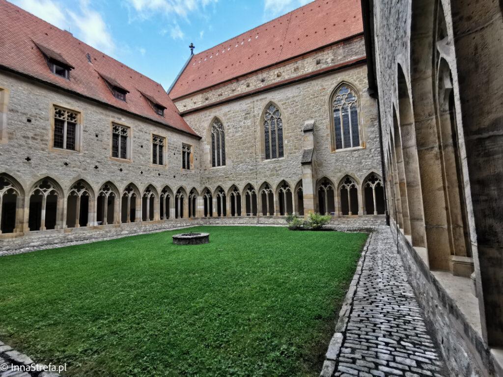 podwórko klasztorne